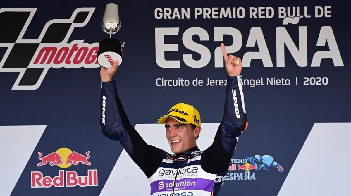 El español Albert Arenas (KTM) celebra su victoria de hoy en Jerez.