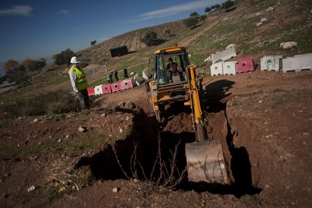 Excavaciones en los alrededores de Alfacar para localizar el cadáver de García Lorca en noviembre del 2014.
