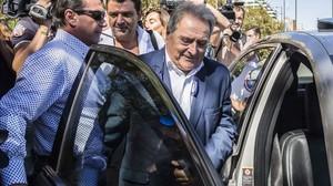 El expresidente de la Diputación de Valencia Alfonso Rus, este viernes, a la salida de los juzgados.