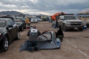 Fans de los extraterrestres acampan en los alrededores del Área 51, en el desierto de Nevada.
