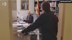 Fotograma del vídeo en el que Torra se entera de que Moncloa no le coge el teléfono.