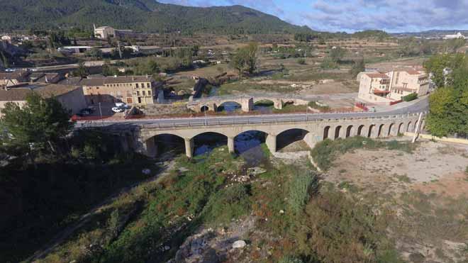 Imágenes de dron del entorno del Pont Vell de Montblanc, un año después de la riada.