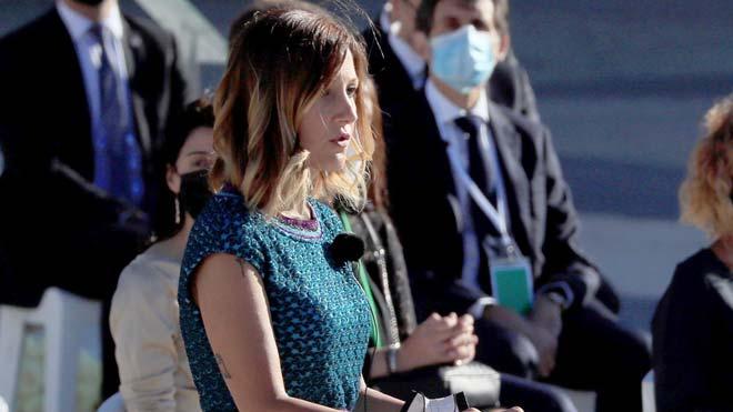 Intervención de Aroa López, enfermera del Hospital Vall d'Hebron, en el acto de homenaje a las víctimas del coronavirus.
