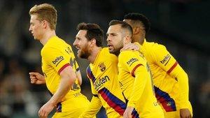 De Jong, Messi, Alba y Semedo, tras el gol de Lenglet en el Villamarín.