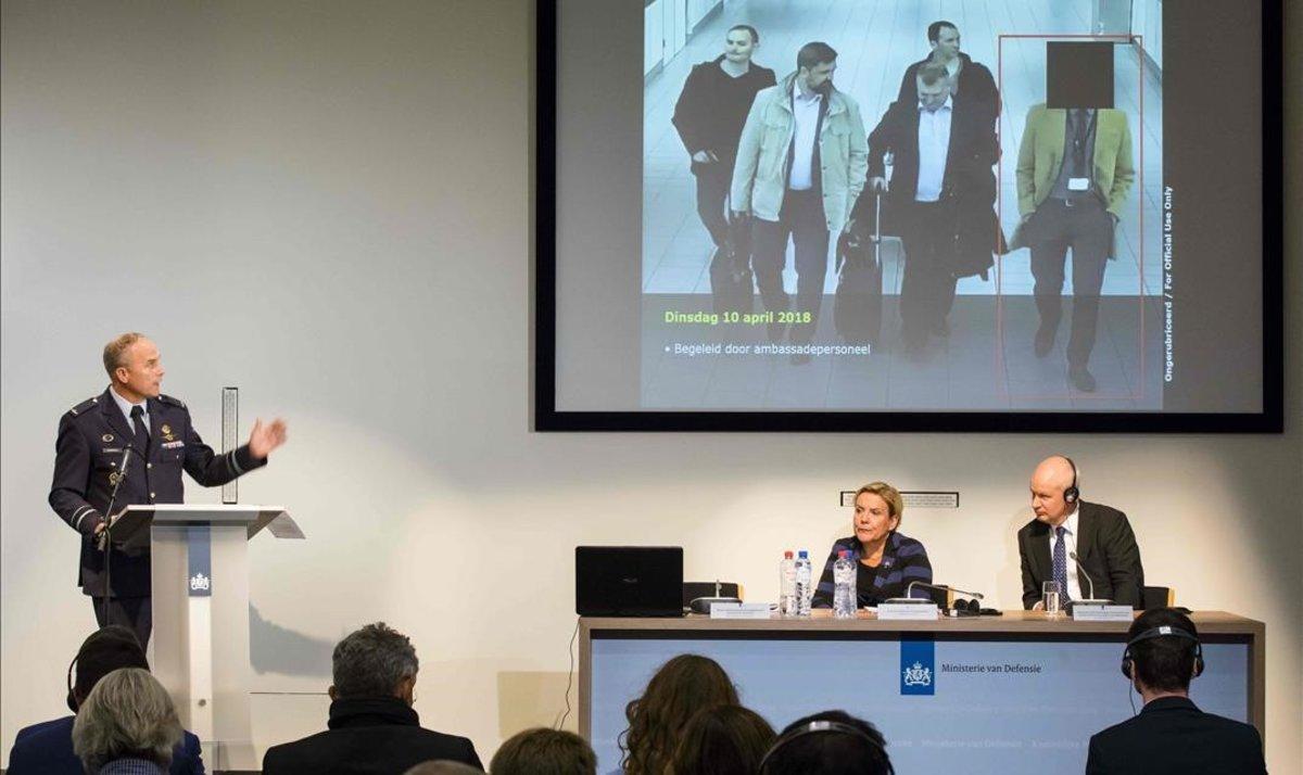 Las autoridades presentes en la conferencia de prensa sobre seguridad celebrada en Holanda.