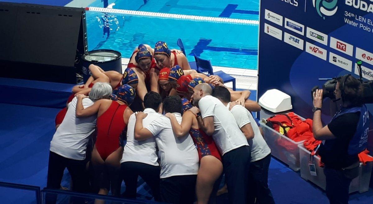 Las jugadoras españolas se conjuran antes del partido contra Alemania.