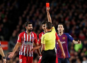 Soccer Football - La Liga Santander - FC Barcelona v Atletico Madrid - Camp Nou, Barcelona, Spain - April 6, 2019 Atletico Madrid's Diego Costa is shown a red card by referee Jesus Gil Manzano REUTERS/Albert Gea