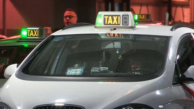 Los taxis vuelven a circular por Madrid tras 16 días de huelga.