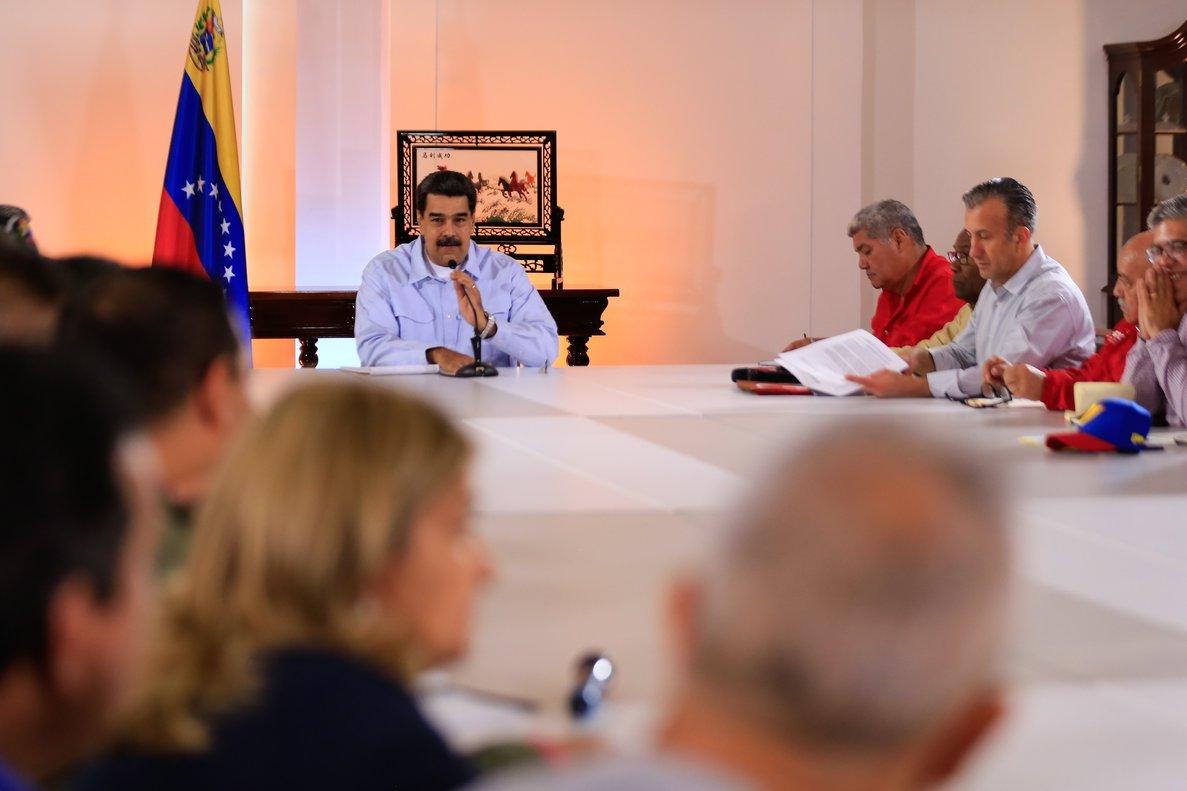 El presidente de Venezuela, Nicolás Maduro, en reunión con parte de su gabinete. AFP