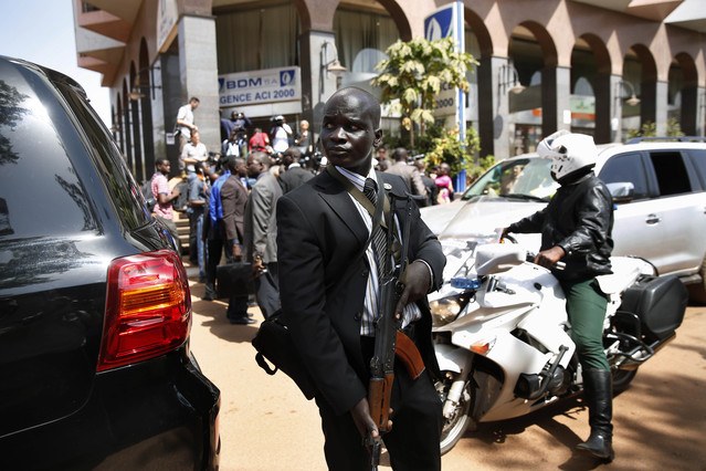 Fuertes medidas de seguridad durante la visita del presidente maliense Ibrahim Boubacar Keita al hotel Radisson Blu hotel de Bamako.
