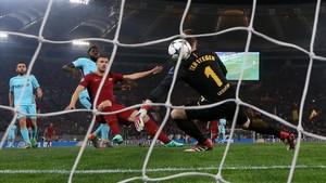 Les claus tàctiques del Roma-Barça: Una lliçó de Dzeko enterra l'irreal Barça