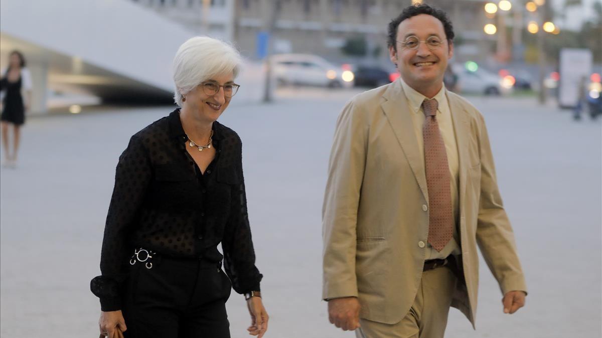 Maria José Segarra, con un compañero, el pasado junio, en València.