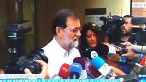 Sin corbata y tras un 'paseo playero': así ha sido el primer día de trabajo de Rajoy