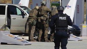 Operación policial en Enfield (Nueva Escocia) tras el tiroteo.