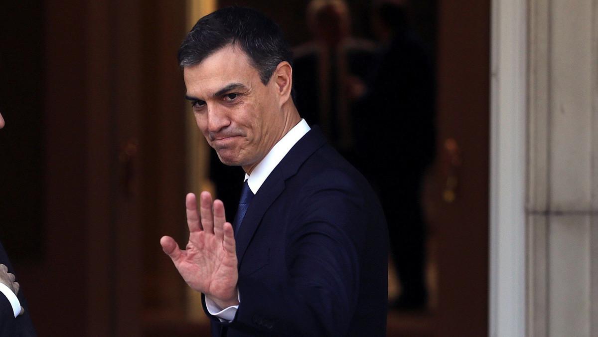 Pedro Sánchez durante la recepción al presidente de Ucrania.
