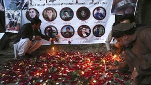 Homenaje en Kabul por los nueve periodistas que murieron en unatentado suicida en abril de 2018.