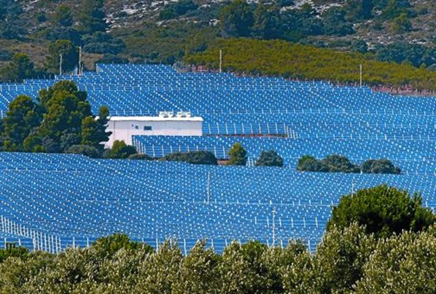 Planta solar fotovoltaica a la localitat de Beneixama (Alacant).