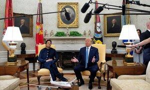 El presidente EEUU, Donald Trump, y el primer ministro de Pakistán, Imran Khan, hacen comentarios a los miembros de los medios de comunicación durante su reunión en la Despacho Oval de la Casa Blanca en Washington, 22 de julio de 2019.