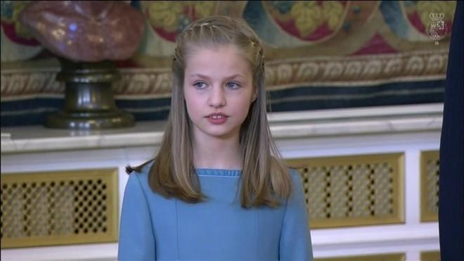 Al rebre el Collar del Toisó d'Or, la princesa Elionor ingressa a l'Orde dinàsticmés prestigiósdel món.