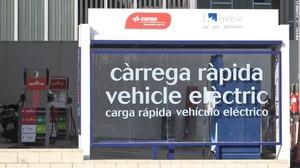 Punto de carga rápida de coches eléctricos en Barcelona.