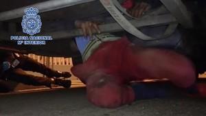 Rescatado en Tarifa un menor en los bajos de un autobús