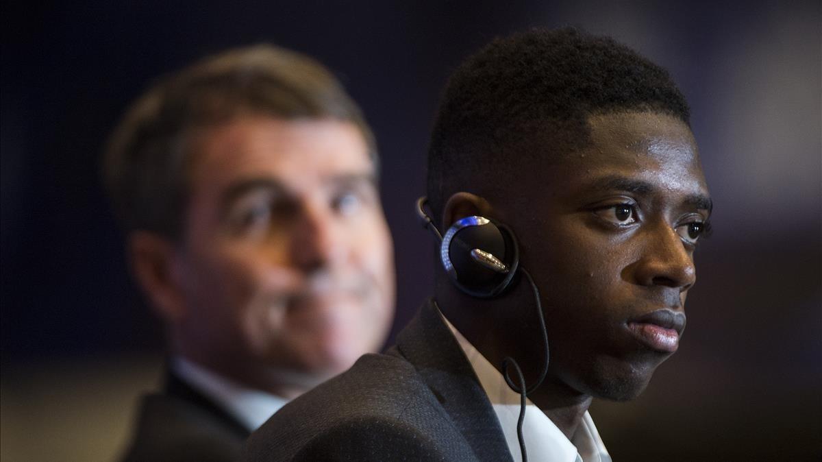Robert Fernández y Dembélé, en la presentación del joven francés en el Camp Nou.