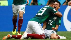 Lozano celebra el gol que tumbó a la campeona del mundo.