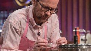 Santiago Segura en las cocinas de 'Masterchef 7'.