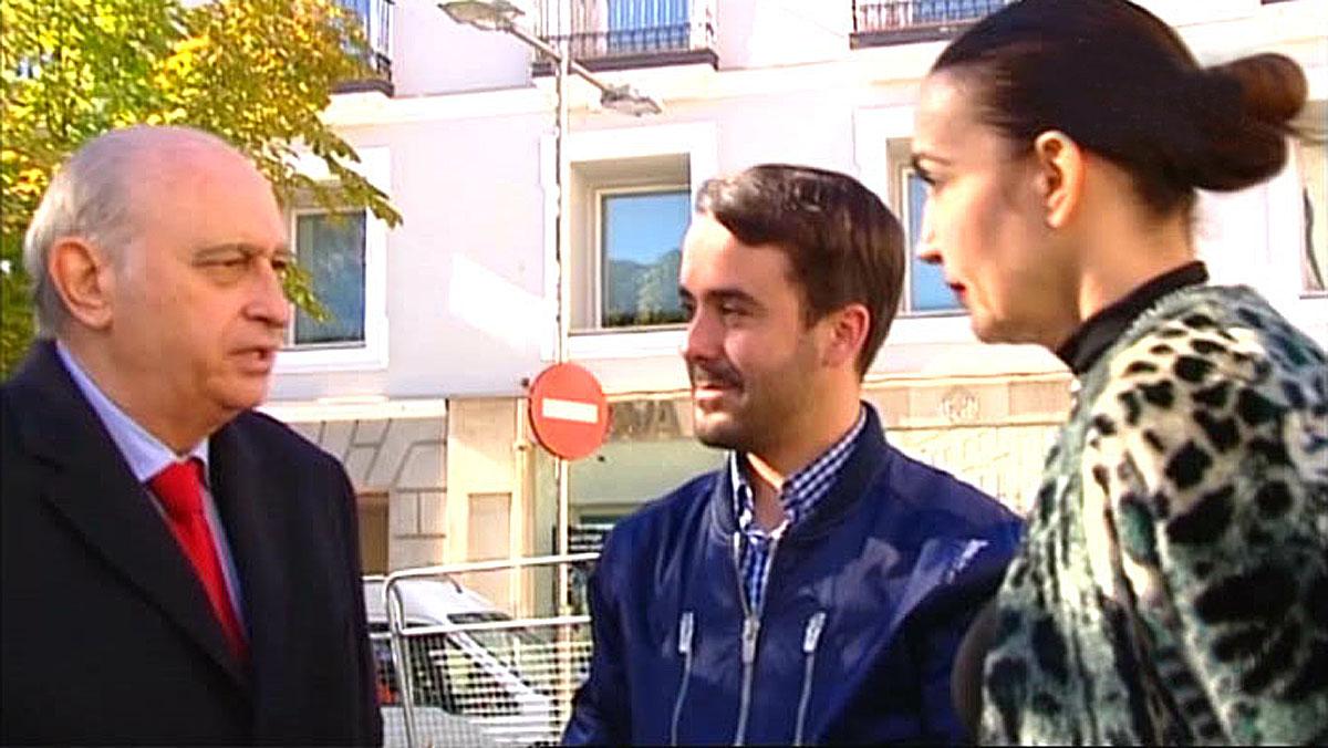 El exministroJorge Fernández Díaz, con la estilista Cristina, de 'Cámbiame'(Tele 5).