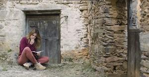 Adriana Ugarte, en una escena del documental Las Hurdes, tierra con alma.