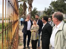 Teresa Cunillera, delegada del gobierno español en Catalunya, visita el Paseo Marítimo de Badalona con el alcalde de la ciudad Álex Pastor.