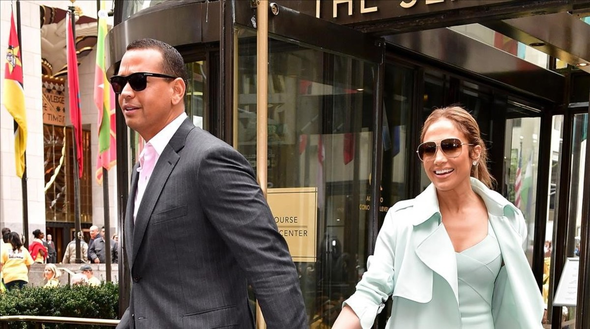 Jennifer Lopez y su novio, Alex Rodríguez paseanpor las calles de Nueva York, el pasado 24 de abril..