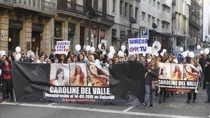Una concentració a BCN demana que es continuï buscant Caroline del Valle