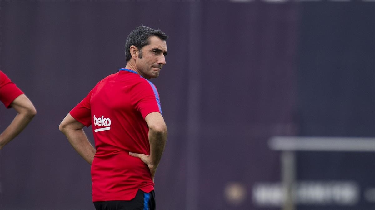 Valverde, en un entrenamiento del Barça en la ciudad deportiva de Sant Joan Despí.