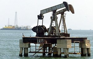 FILES File picture of an oil rig sitting in the sea near Maracaibo 500km from Caracas 03 May 2003 With the price of light sweet crude reaching a record 44 dollars a barrel in New York 03 August 2004 and a surge in global demand oil producers say they are willing to increase production but analysts think that would require heavy investment and strong political will AFP PHOTO FILES JUAN BARRETO