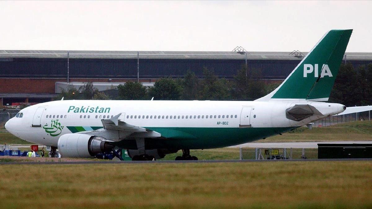 Una passatgera obre la sortida d'emergència d'un avió al confondre-la amb el lavabo