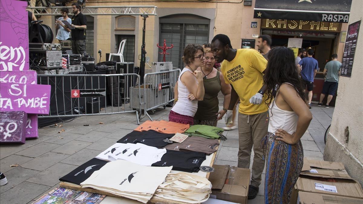 La parada del sindicato de vendedores ambulantes en la plaza de Raspall.