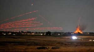 Fotos tomadas desde los Altos del Golan en que se ven bombardeos en Siria.
