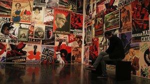 La sala de la exposición permanente de la colección del Macba dedicada a la guerra civil.