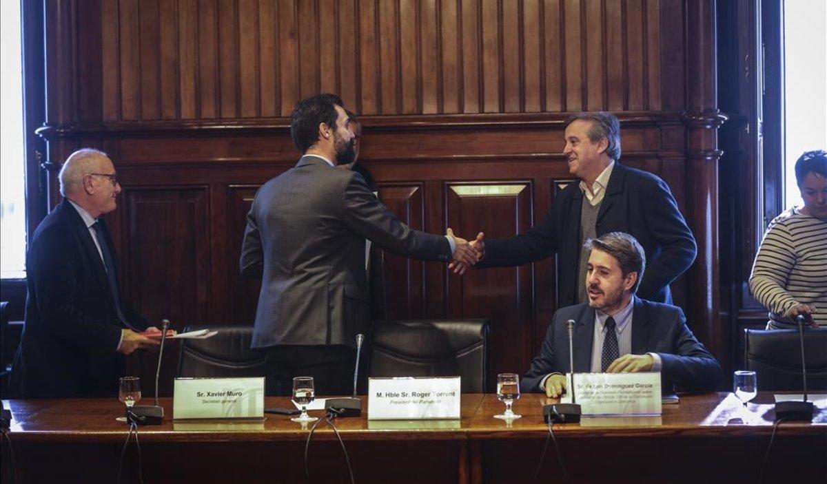 El Parlament convoca Rajoy i Sánchez per retre comptes pel 155