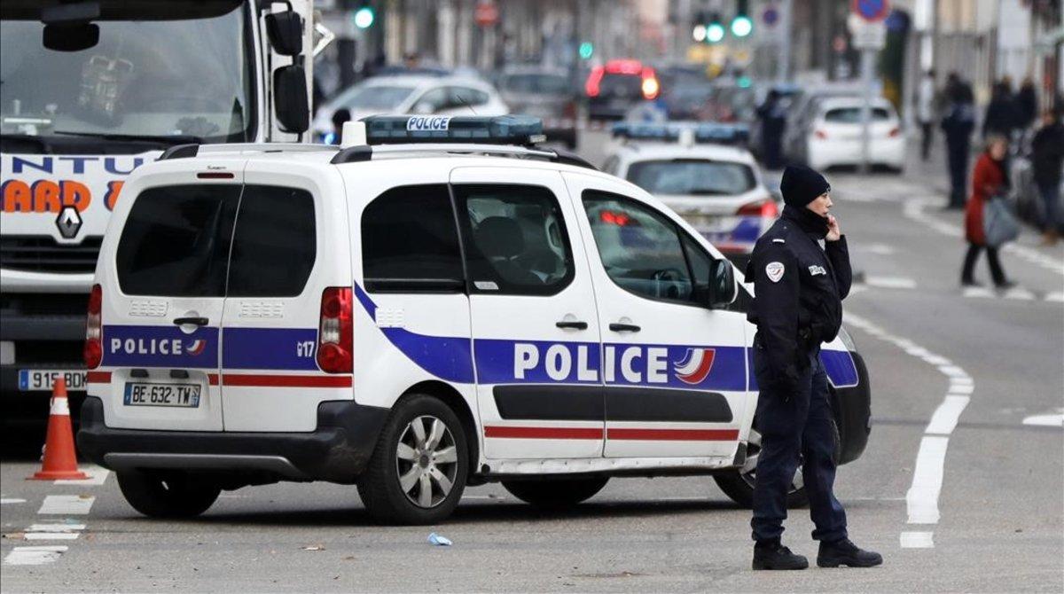 Cordón policial en el barrio de Neudorf, en Estrasburgo.