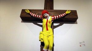 Un Ronald McDonald crucificat genera un gran escàndol a Israel