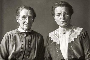 Maestras de una escuela de Primaria, una de las fotografías de August Sander expuesta en La Virreina.