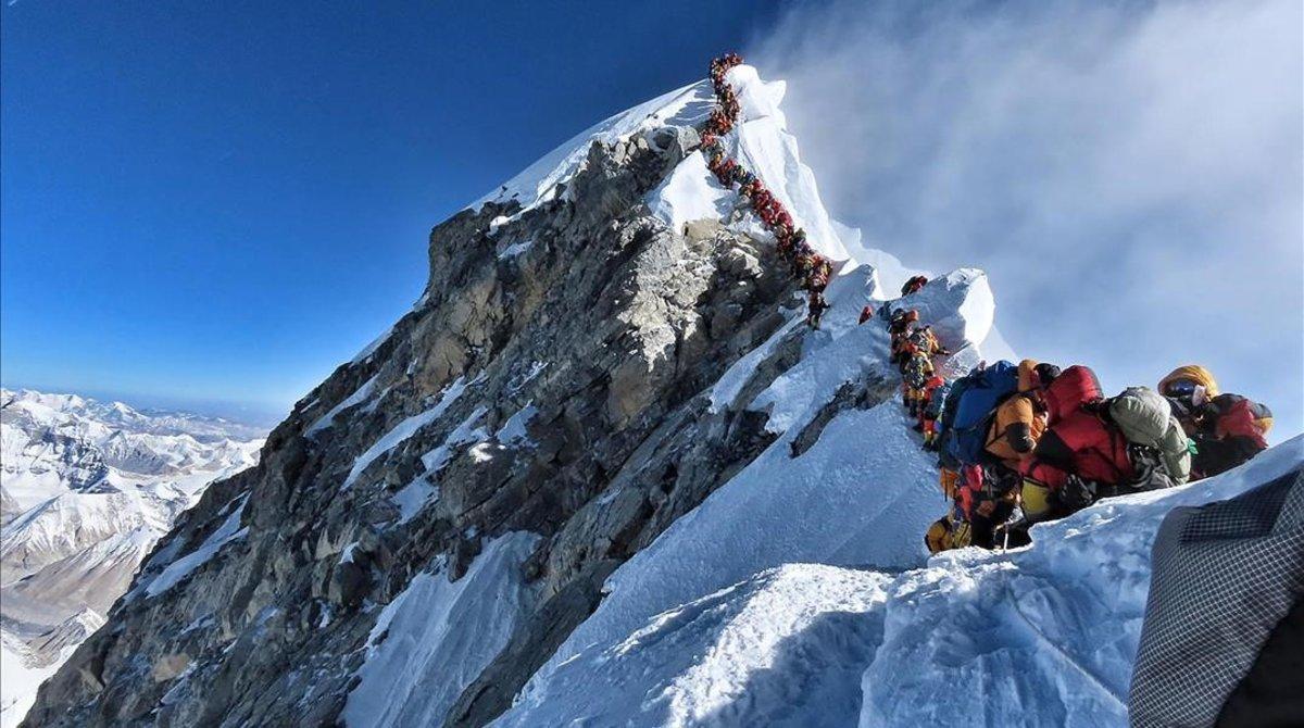 Así estaba este miércoles la cima del Everest.