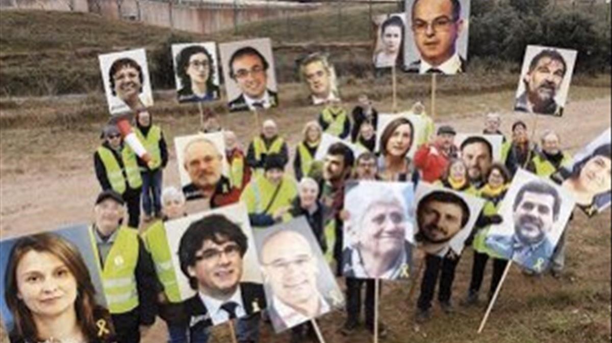 Concentración ante Lledoners en apoyo a los políticos presos