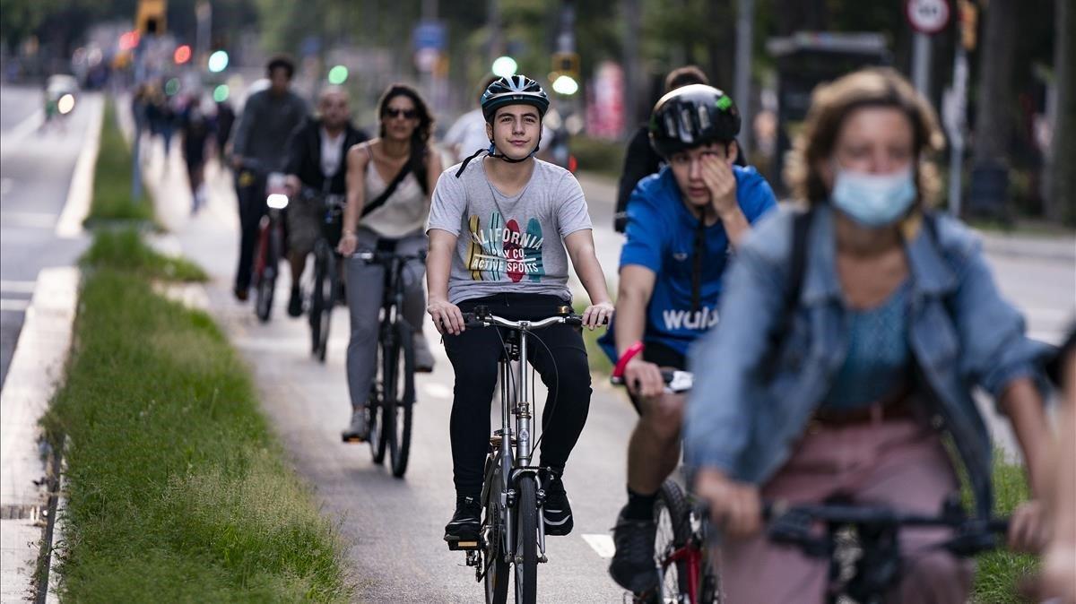 La xarxa de carrils bici i per als vianants de Barcelona ja dona fruits i problemes