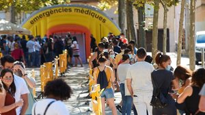 Colas para hacerse pruebas de PCR en Terrassa (Barcelona).