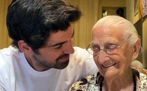 Miguel Ángel Muñoz y su abuela Luisa Cantero.