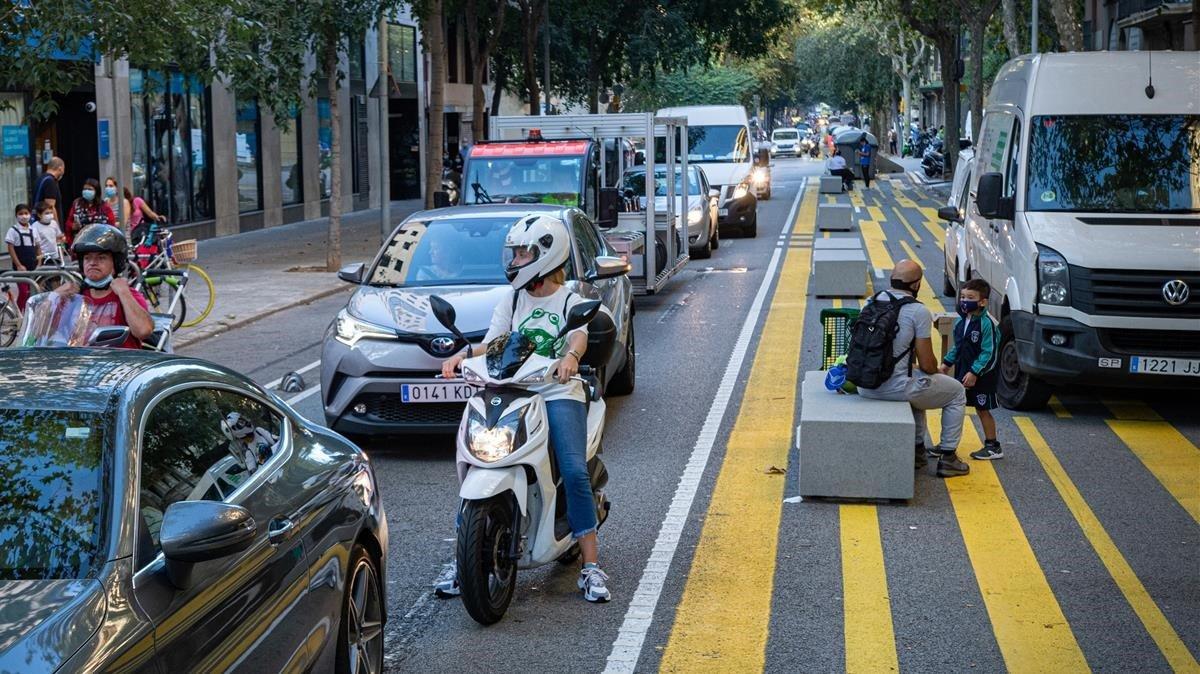 La caiguda del transport públic dispara el risc de contaminació a Barcelona