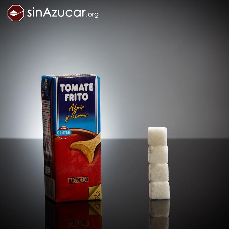 Un brik pequeño (210ml) de tomate frito tiene 16 gramos de azúcar (4 terrones). ¡Lo mismo que un donuts!